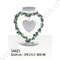 Свещник за сватба с сърце оплетено с зелена клонка