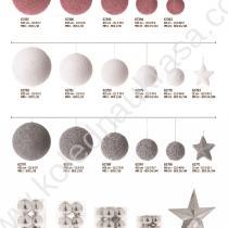 различни цветове коледни топки